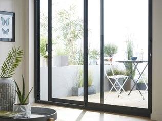 vid o comment installer un store de fen tre de toit leroy merlin. Black Bedroom Furniture Sets. Home Design Ideas