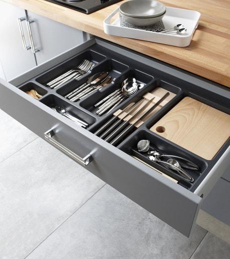 Un tiroir de cuisine pour ranger les couverts