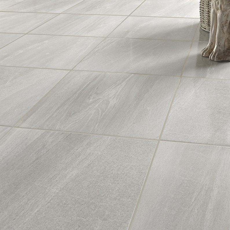 Un carrelage carr gris clair leroy merlin for Carrelage sol gris clair
