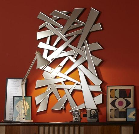 Un miroire à la forme déstructurée pour accrocher sur les murs