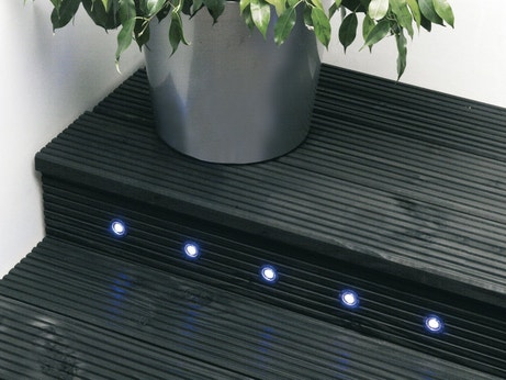 Spots qui permettent de baliser l'escalier avec une lumière qui n'éblouit pas