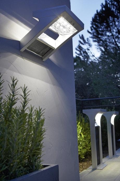 Le solaire illumine votre jardin   Leroy Merlin 431f0712d315
