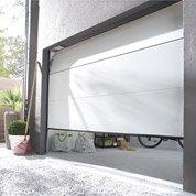 Pose d'une porte de garage sectionnelle motorisée de 200x240 cm par Leroy Merlin