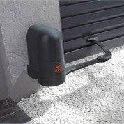 Pose d'une motorisation de portail et de sa télécommande par Leroy Merlin