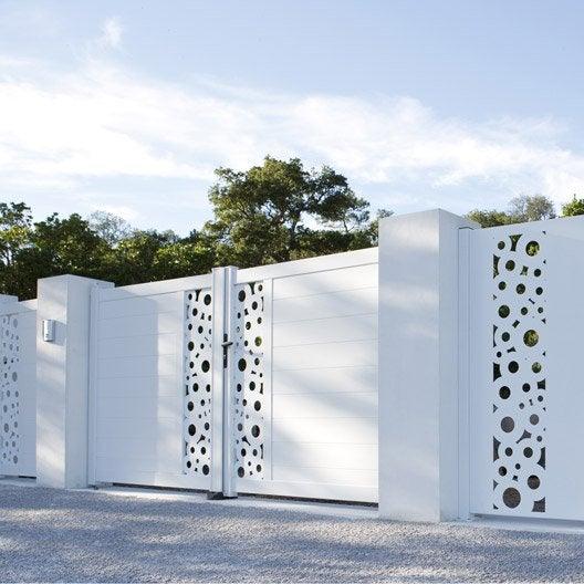pose d 39 un portail battant par leroy merlin leroy merlin. Black Bedroom Furniture Sets. Home Design Ideas