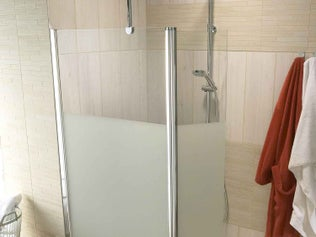 une douche l 39 italienne avec une touche de carreaux de ciment leroy merlin. Black Bedroom Furniture Sets. Home Design Ideas