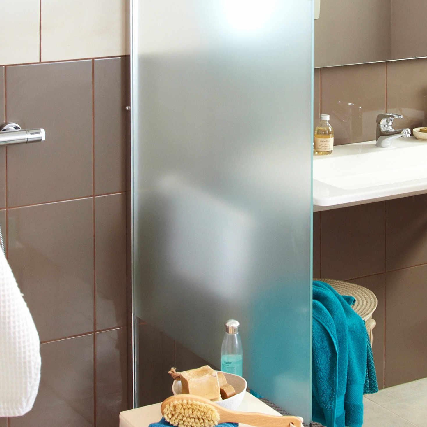 Bien choisir sa porte et sa paroi de douche leroy merlin for Fenetre verre securit