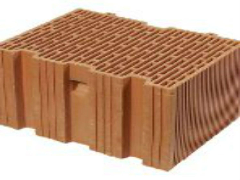 Construire un mur en éléments modulaires à coller