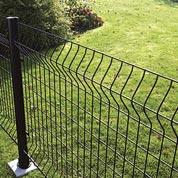 Pose d'une clôture en panneau grillagé au mètre linéaire