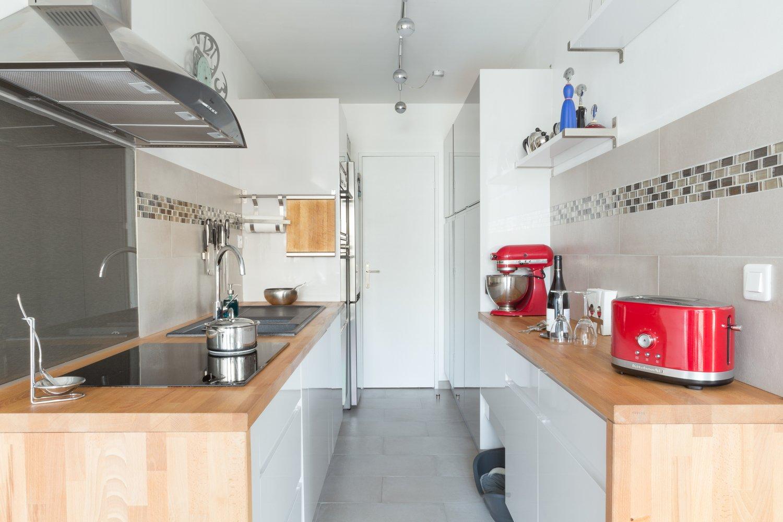 une cuisine en enfilade chez frederico paris leroy merlin. Black Bedroom Furniture Sets. Home Design Ideas