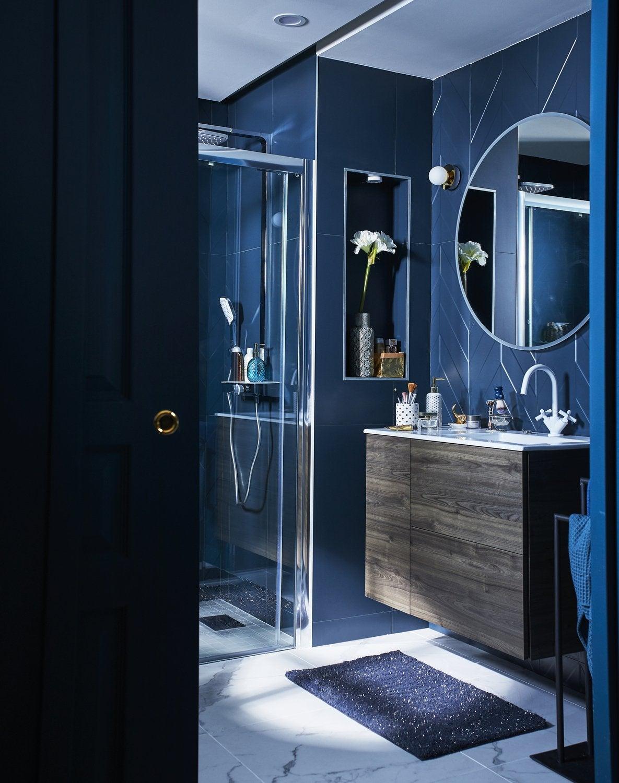 Un mélangeur blanc dans une salle de bains Art Déco | Leroy Merlin