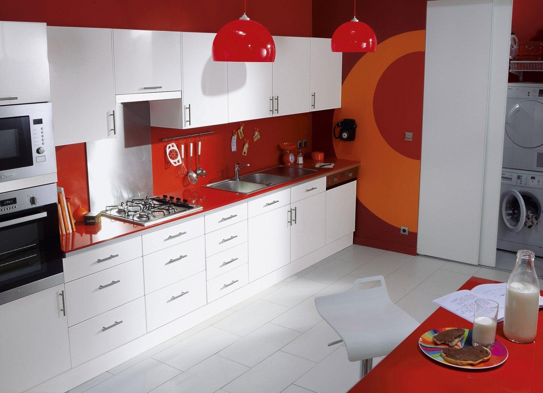 Une cuisine d 39 inspiration zen aux couleurs marron blanc for Voir cuisine leroy merlin
