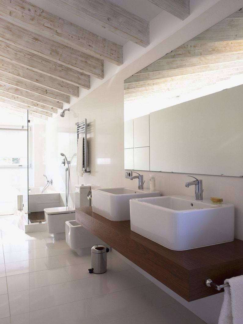 une salle de bains zen et lumineuse avec douche et double vasques leroy merlin. Black Bedroom Furniture Sets. Home Design Ideas