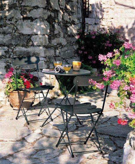 Déjeuner sur sa terrasse salon de jardin