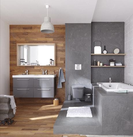 La salle de bains en bois et en beton