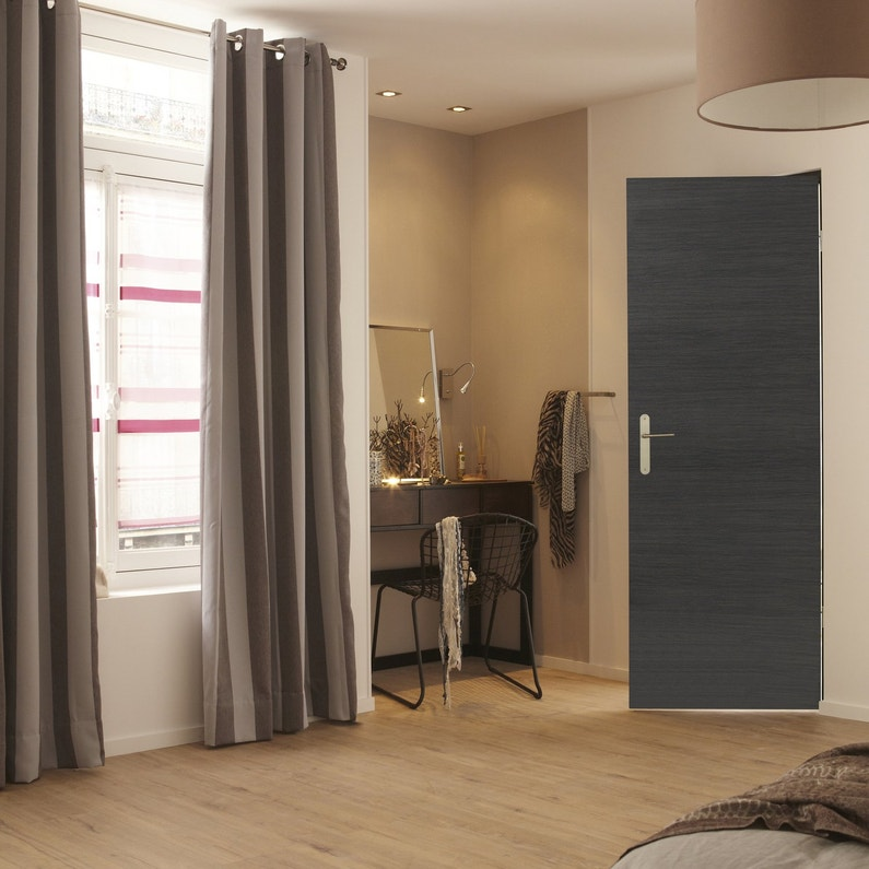 petit coin coiffeuse dans la chambre leroy merlin. Black Bedroom Furniture Sets. Home Design Ideas