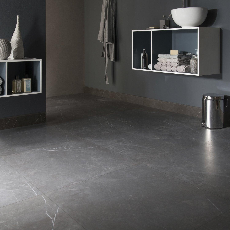 Un carrelage gris anthracite de style marbre pour la salle de bain ...