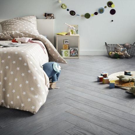 Du parquet en chêne teinté bleu gris à bâton rompu pour la chambre d'enfant