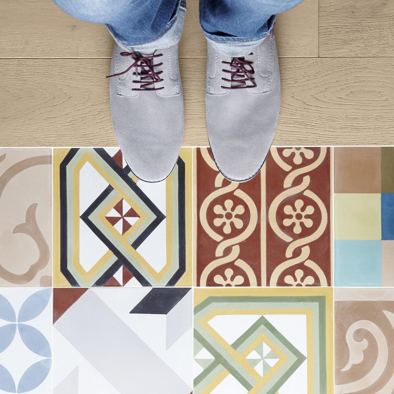 carreau de ciment sol et mur patchwork multicolore. Black Bedroom Furniture Sets. Home Design Ideas