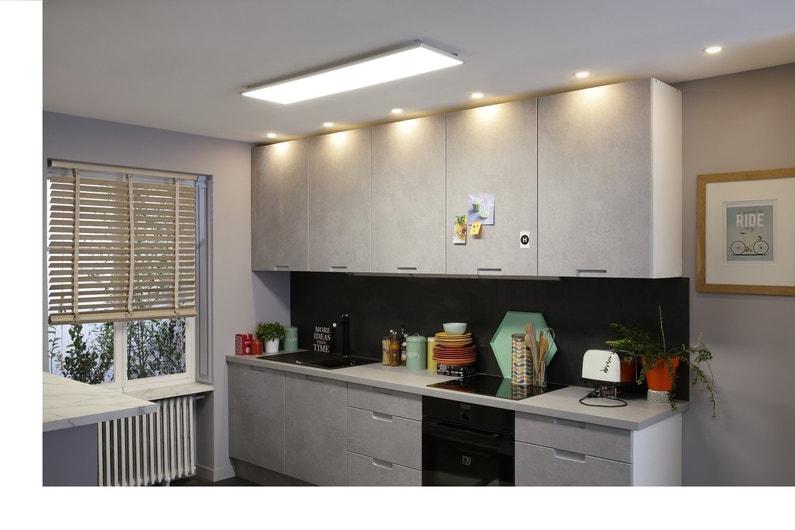 une cuisine clair e par un panneau led et des spots int gr s leroy merlin. Black Bedroom Furniture Sets. Home Design Ideas