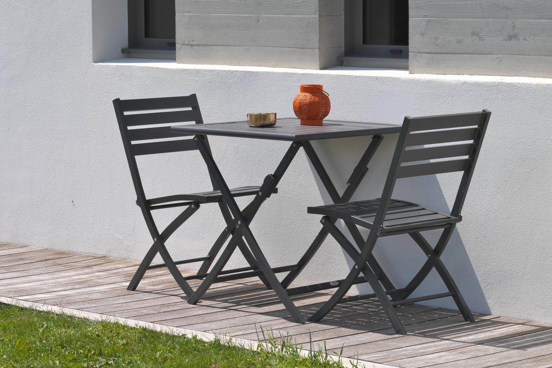 Osez le gris anthracite pour votre petite table de jardin | Leroy Merlin