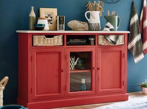 9 astuces pour relooker ses meubles leroy merlin - Quel papier peint avec meuble merisier ...