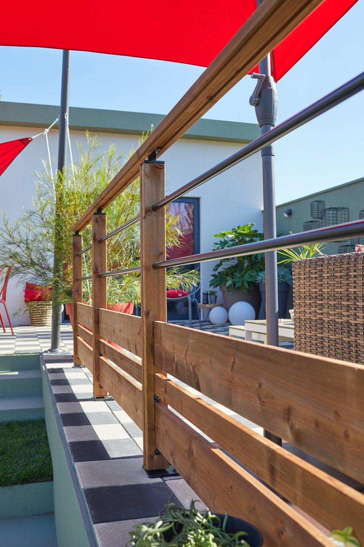 une terrasse en bois moderne m lant bois et balustrades en aluminium leroy merlin. Black Bedroom Furniture Sets. Home Design Ideas