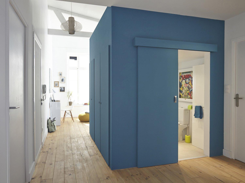 une porte coulissante pour gagner de l 39 espace leroy merlin. Black Bedroom Furniture Sets. Home Design Ideas