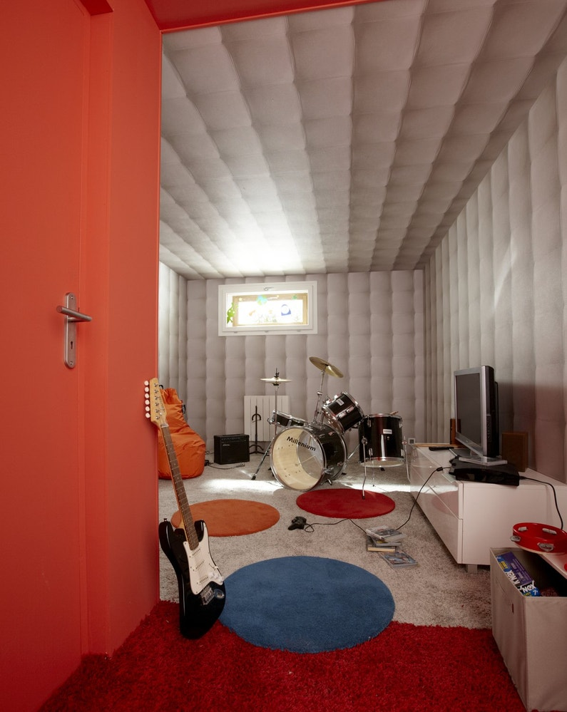 jouer comme l on veut dans une pi ce tanche au bruit. Black Bedroom Furniture Sets. Home Design Ideas