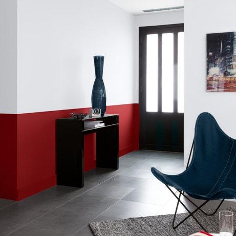 Une entrée épurée rouge, blanc et noir