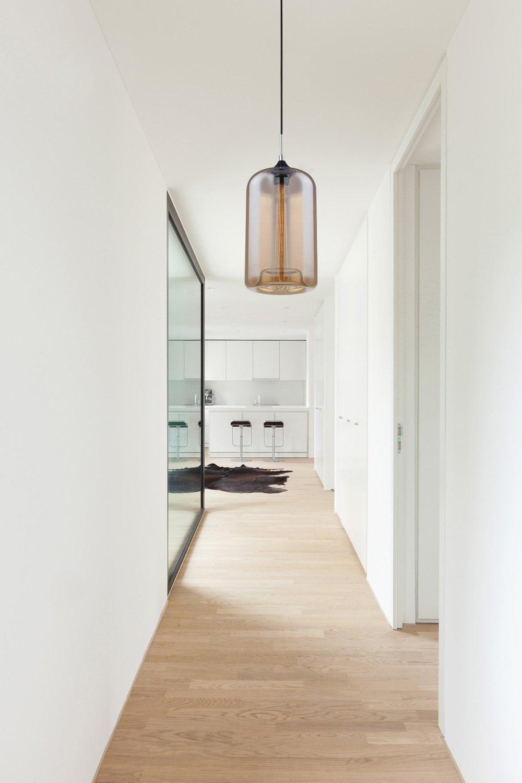 Luminaire Pour Couloir D Entrée un couloir tout en élégance avec une suspension en verre