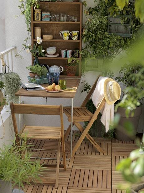 Un balcon bucolique sur un dallage en teck
