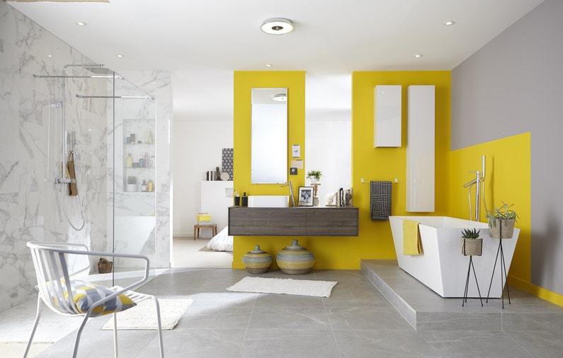 Une salle de bains pur e avec du jaune touche de jaune leroy merlin - Desserte salle de bain leroy merlin ...