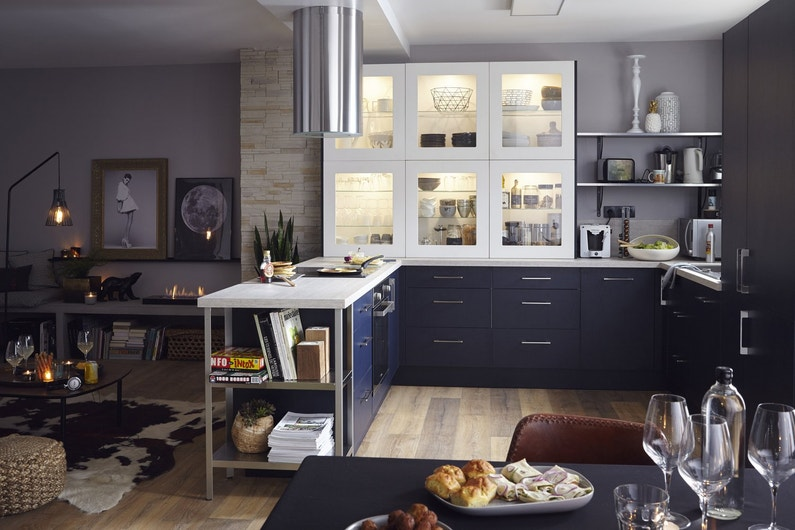 de la clart dans votre cuisine avec une vitre sur le. Black Bedroom Furniture Sets. Home Design Ideas