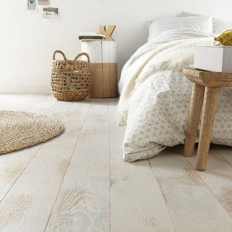 Un parquet en chêne blanc pour une chambre au style naturel