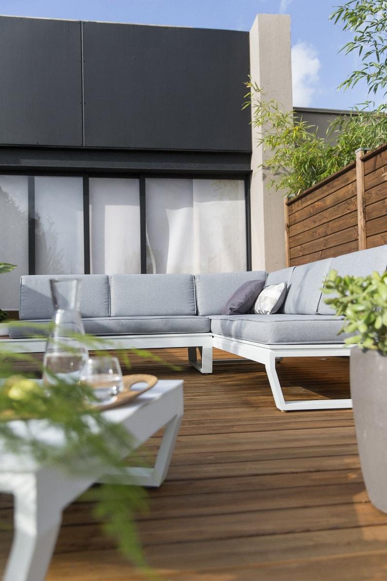 un salon de jardin pour accompagner les repas en famille leroy merlin. Black Bedroom Furniture Sets. Home Design Ideas
