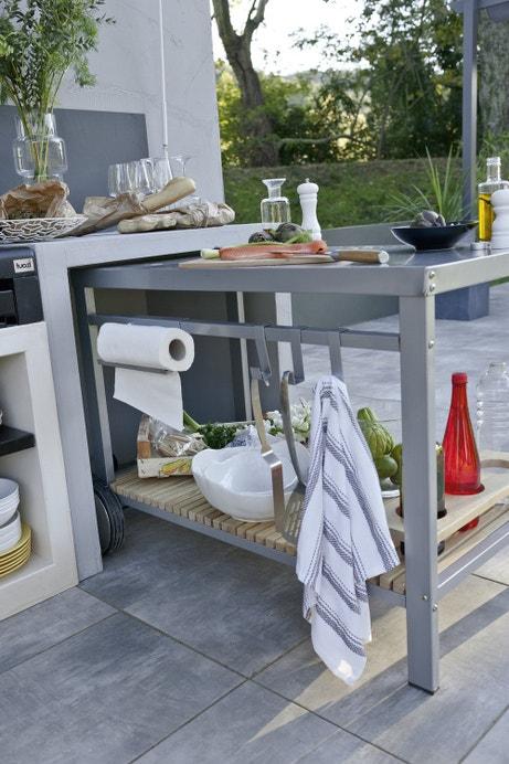 Un chariot mixte bois et métal pour accompagner vos repas d'été