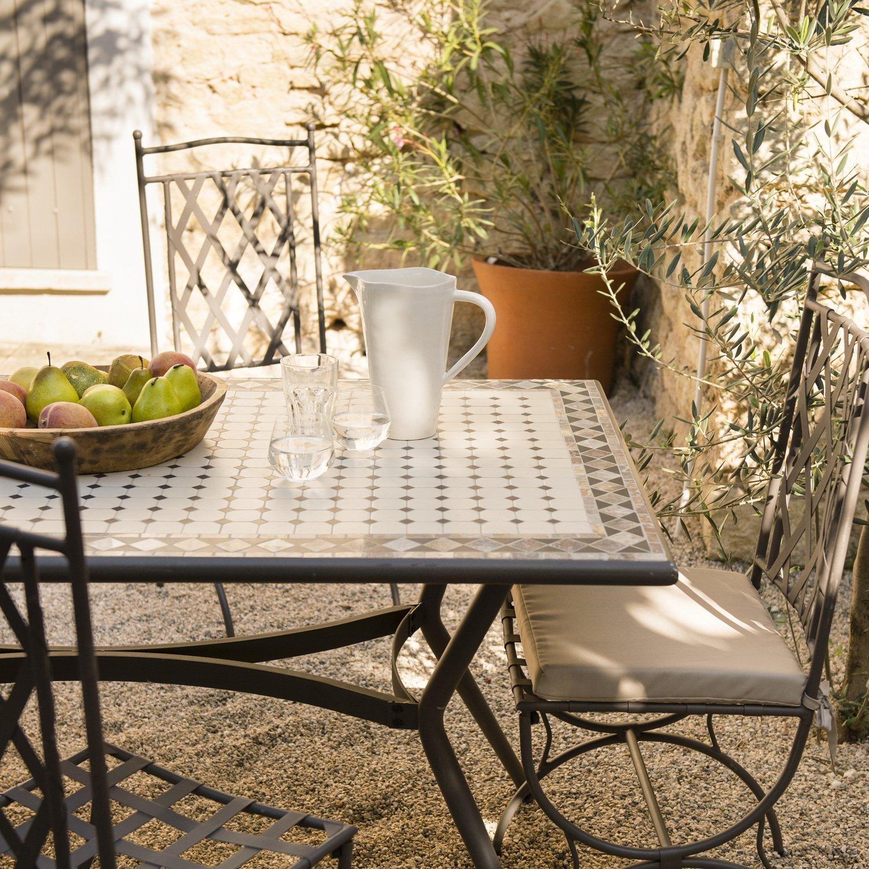 Une table et des chaises de jardin en m tal leroy merlin - Repeindre une table de jardin en metal ...