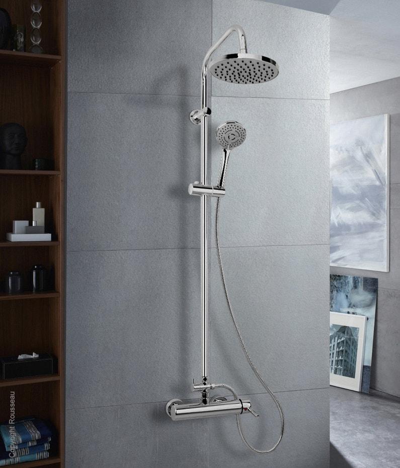 une colonne de douche contemporaine pour une salle de bains au style moderne leroy merlin. Black Bedroom Furniture Sets. Home Design Ideas