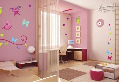 Une chambre rose du mur au sol