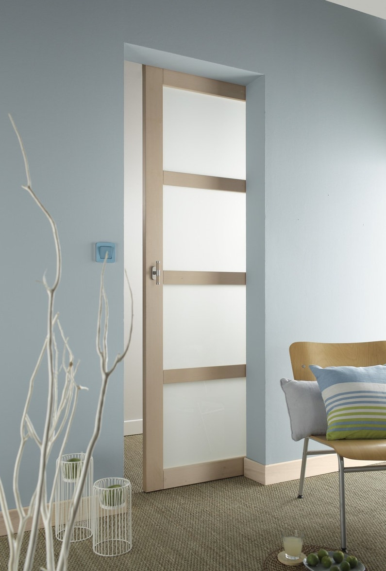 Une porte coulissante vitr e en quatre panneaux leroy merlin for Porte coulissante 3 panneaux