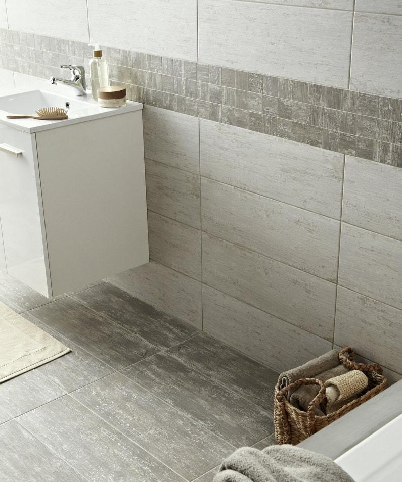 salle de bains avec sol et mur gris effet pierre leroy merlin. Black Bedroom Furniture Sets. Home Design Ideas