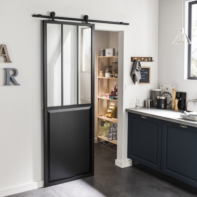 une porte coulissante en applique atelier noir en. Black Bedroom Furniture Sets. Home Design Ideas