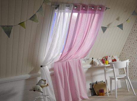 Des tringles à rideaux pour une chambre d'enfant