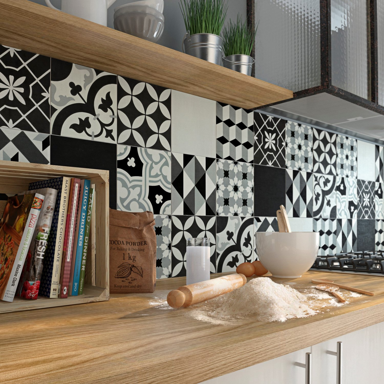 Cuisine Noir Et Blanc Mat une crédence aux carreaux de ciment noirs et blancs | leroy