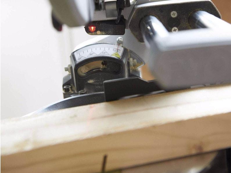 Machine d 39 atelier outillage leroy merlin - Machine a couper le bois ...