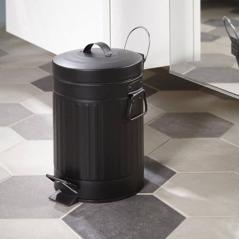 une poubelle noire pratique dans la salle de bains leroy merlin. Black Bedroom Furniture Sets. Home Design Ideas