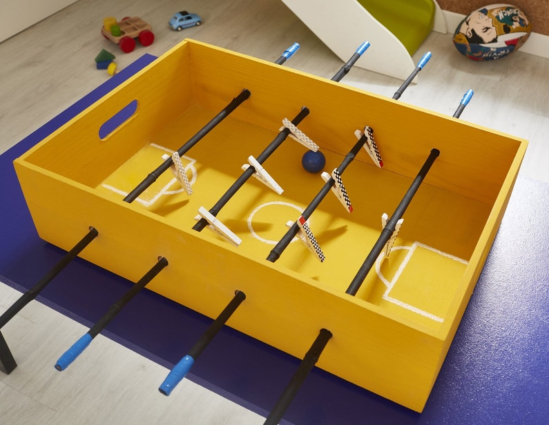 un baby foot personnalis avec une bo te en pin leroy merlin. Black Bedroom Furniture Sets. Home Design Ideas