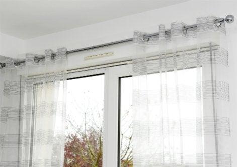 rideaux porte fenetre cuisine rideaux fenetres 7 le store en bois et les rideaux bien placer. Black Bedroom Furniture Sets. Home Design Ideas