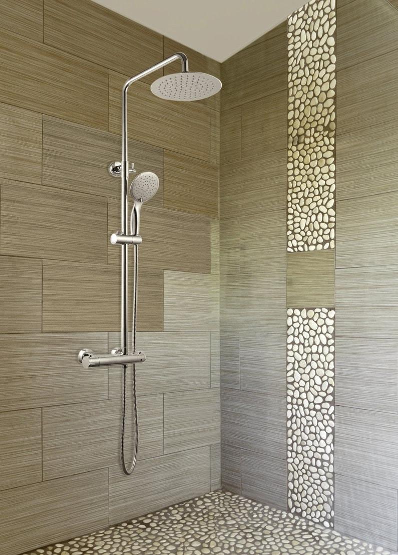 Une colonne de douche moderne et l gante leroy merlin for Leroy merlin colonne de douche